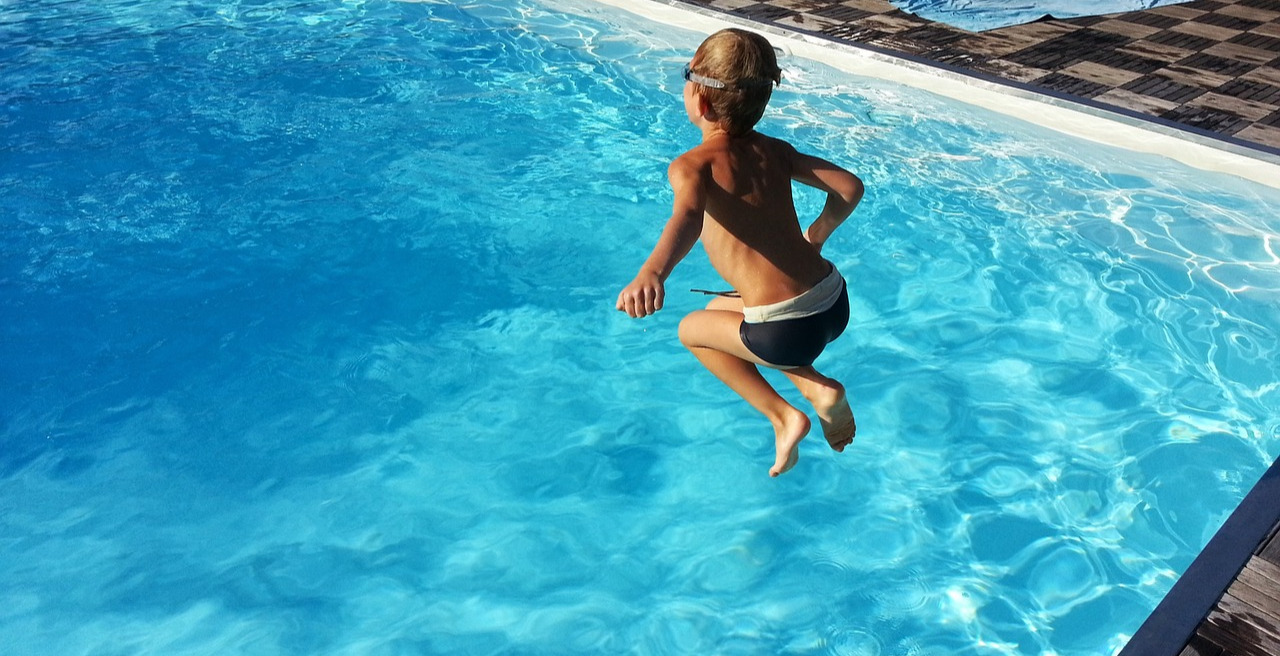 How to Throw a Kids Pool Party Safely
